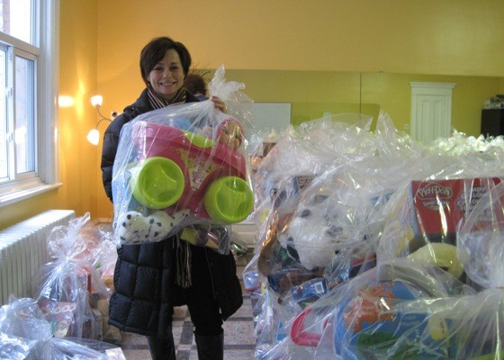 A Socio-Hero brightens hundreds of children's Christmas