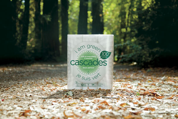 Cascades receives the Vendor Sustainability Award from Walmart Canada